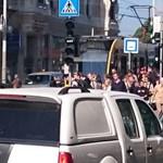 Fotók: Nagy tömeg a megállókban, nem járt a 4-es, 6-os villamos