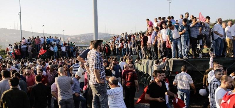 Elbukott a katonai puccskísérlet Törökországban, Erdoganék rettenetes megtorlásra készülnek - ÉLŐ
