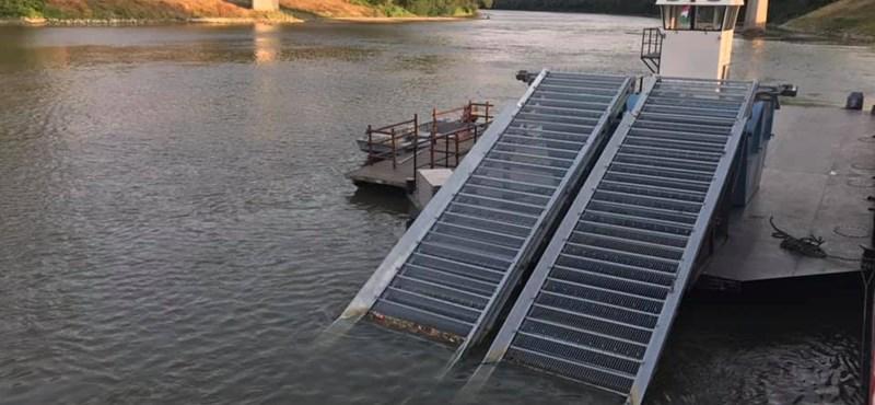 Beüzemeltek egy óriás gépsort a Tiszán, hogy megtisztítsák a folyót a szeméttől