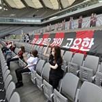 Guminőkkel pótolták a nézőket az FC Szöul meccsén