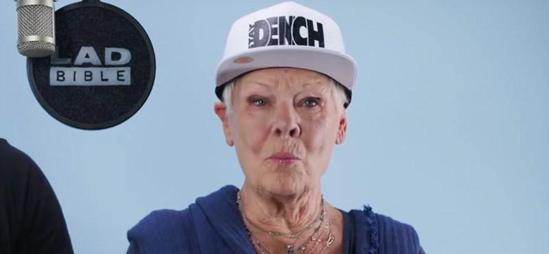 Judi Dench kirobbanó formában rappel mostanság - videó