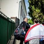 Orbán lepacsizott az ovisokkal, majd focizni tanította őket – videó