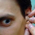 Komoly veszély leselkedik a középkorúakra, akik nem kezeltetik a rossz hallásukat