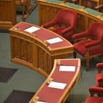 Ma még nyolc törvényt hozhat, aztán hetekig pihen az Országgyűlés