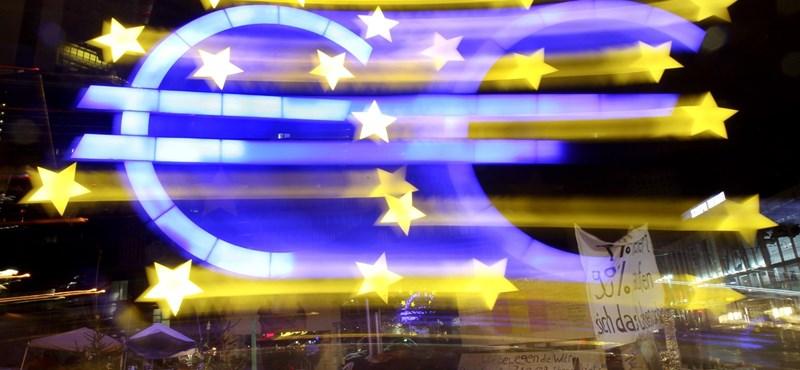 Tovább gyengült a forint, 331 forintba is került egy euró