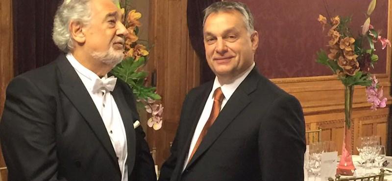 Orbán Viktor is pózolt egyet a Domingóval