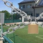 Nem rendezhetnek focimeccset Pomázon, miután ötven nézőt engedtek be biztonsági őrként