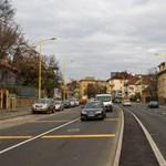 Négyes ütközés miatt dugult be a Budaörsi út