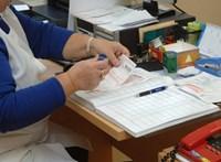 Itt a Pénzügyminisztérium magyarázata, miért kell változtatni az egészségügyi ellátáson