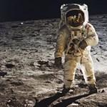 Ez a hősök sorsa? Árverésen Neil Armstrong amerikai űrhajós emléktárgyai