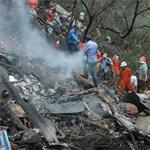 Nincs túlélője a pakisztáni repülőgép tragédiájának (sokkoló képek)