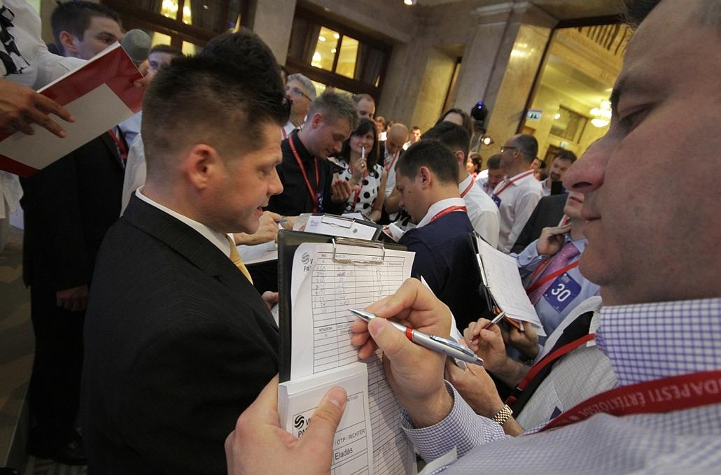 2012.06.21. - Vissza a parkettre - régimódi kereskedés a tőzsdepalotában - évképei