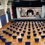 A színházak egy héten át fölöslegesen dolgoztak, hogy megfeleljenek a múlt heti rendeletnek