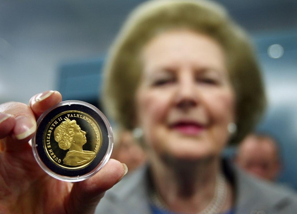 Kingswood, 2007. május 31. - a Falkland-szigetek felszabadításának 25. évfordulója alkalmából kiadott érmével a Pobjoyi Pénzverdében.  - Margaret Thatcher