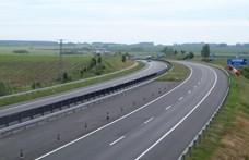 Négy autó ütközött össze az M7-es bevezetőjénél