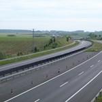 Átadták az M7-es autópálya felújított szakaszát Siófoknál