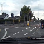 Már azt hitték a motoros bűnözők, hogy sikerült meglépniük, aztán jött a piros lámpa – videó