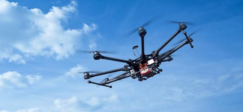 Drónokat vet be a spanyol rendőrség az utcákon a koronavírus elleni harcban