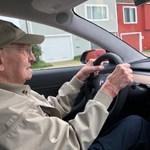 Közel 100 éves a legidősebb teslás bácsi