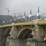 A Dunába esett a Margit hídról egy férfi