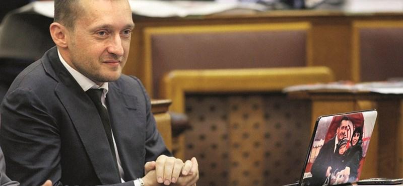 Rogán intézte el, hogy visszavonják a kvóta-népszavazási kezdeményezést