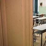 Megütötte, majd bezárta a tornaterembe tanárát egy pécsi diák