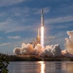 6 csodálatos fotó jött a SpaceX Falcon Heavy tegnap esti fellövéséről