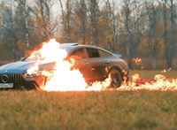 Felgyújtotta 61 millió forintos Mercedesét és Zaporozseccel távozott – videó