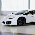 Ferenc pápa galambfehér Lamborghinije 110 millió forintért bárkié lehet