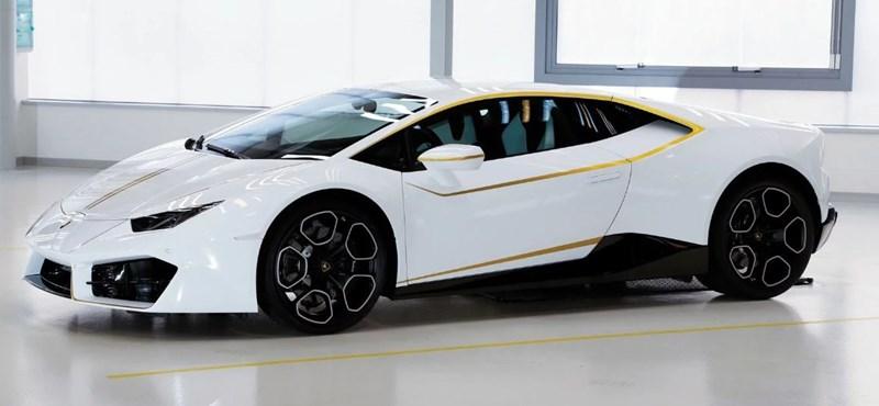Megvan, ki vette meg Ferenc pápa Lamborghinijét