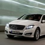 Milyen autóval jár a Mercedes-gyár vezetője?