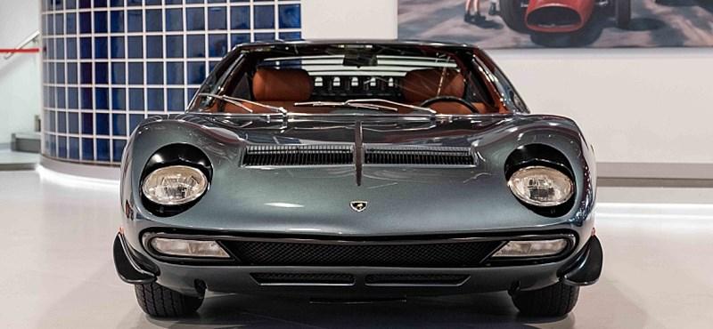 Csak 5759 kilométert futott ez a 48 éves eladó Lamborghini