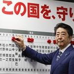 Hivatalában maradhat a japán miniszterelnök