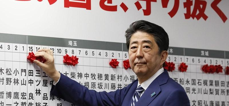 Romló egészsége miatt várhatóan lemond Abe Sinzó