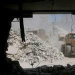 Megérkezett a kiürítést végző első konvoj az ostromgyűrűbe zárt Darajába