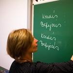 Több mint ötven puskázó tanár bukott le a romániai versenyvizsgán