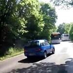 A nap videóján az ámokfutó suzukis, aki majdnem tömegbalesetet okozott