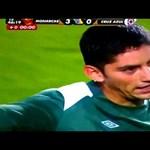 Videó: Orrbafejelte az ellenfél edzőjét a visszaeső focista