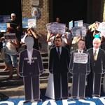 Fotók: Tüntetők gyűrűjében kezdődik a Quaestor-per