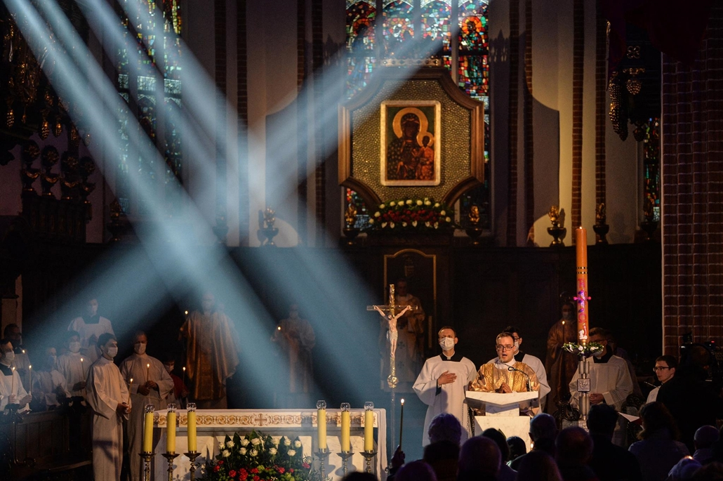 afp.21.04.03. nagyszombati mise, lengyelország, varsó, húsvét