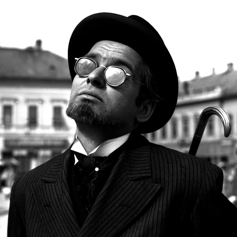 Latinovits Zoltán az Aranysárkány című filmben - Filmgyári capriccio nagyitas