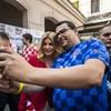 Budapesten is magát adta a horvát elnök - szurkolókkal szelfizett a Gozsduban