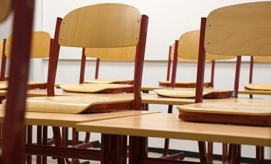 """""""Pirosban szerdán"""" - béremelésért és munkaterhek csökkentéséért indítottak akciót a pedagógusok"""