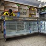 Élelmiszerért állnak sorban  a venezuelaiak, katonák őrzik őket