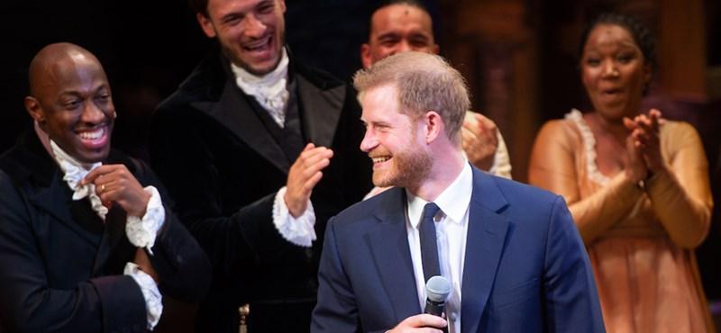 Őrület, Harry herceg dalra fakadt!
