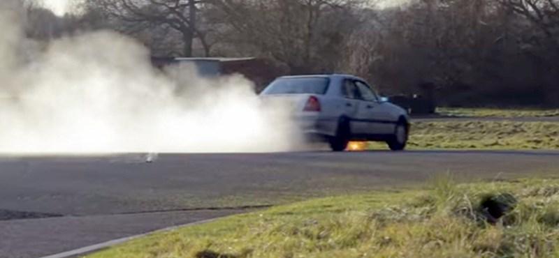 Amire mindenki kíváncsi: mennyit megy el egy autó motorolaj nélkül?