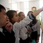 Képek: izguló diákok és plüssállatok a magyarérettségin