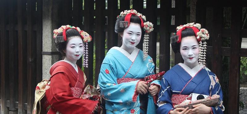 A turistaszennyezés miatt tiltották be a gésás szelfiket Kiotóban
