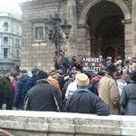 Az Echo Tv toborozta az Orbán mellett tüntető nyugdíjasokat