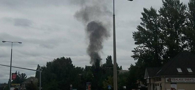 Tűz ütött ki a Római Kempingben